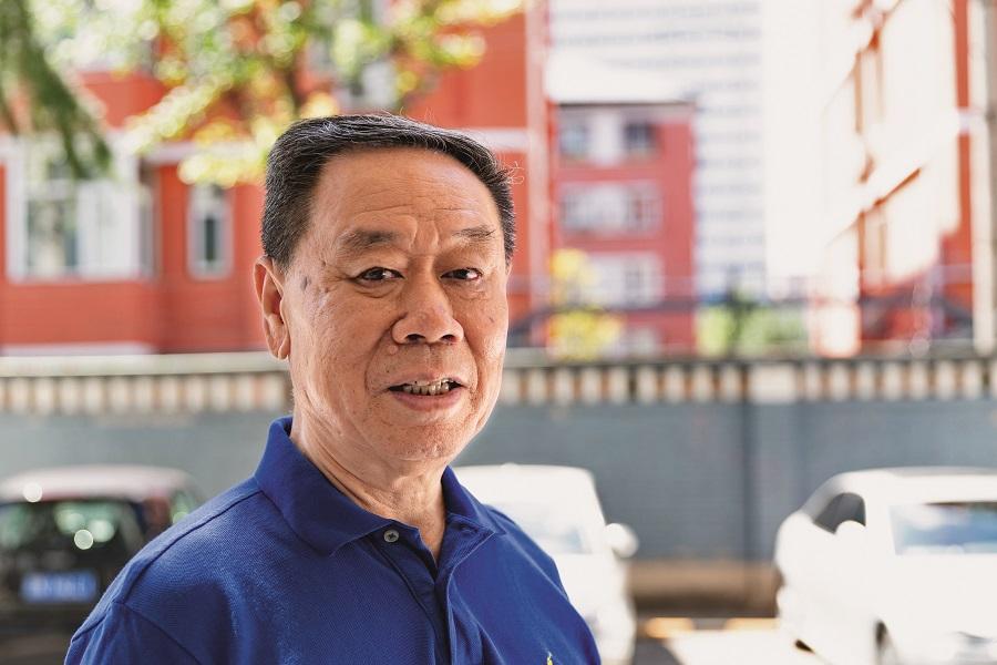 Gao Yusheng grants an exclusive interview to China Pictorial. by Chen Jian